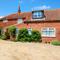 Snaptrip - Last minute cottages - Superb Burnham Market Rental S11891 - Exterior