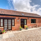 Snaptrip - Holiday cottages - Captivating Fakenham Rental S11878 - External