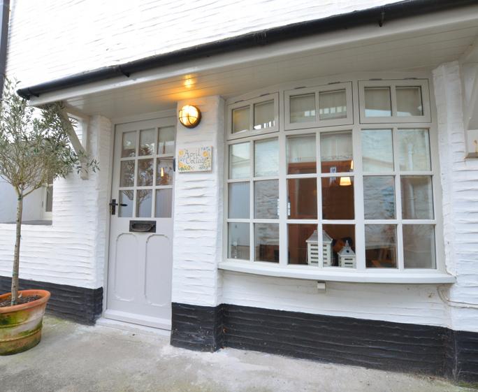 April Cottage L30050 - Winter Exterior - View 1