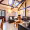 Snaptrip - Last minute cottages - Beautiful Helford Cottage S92970 - Living Room