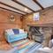 Snaptrip - Last minute cottages - Quaint Cranbrook Cottage S93641 - CB648 - Sitting Room - View 2