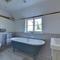 Battle Abbey Cottage RH1147 - Bathroom