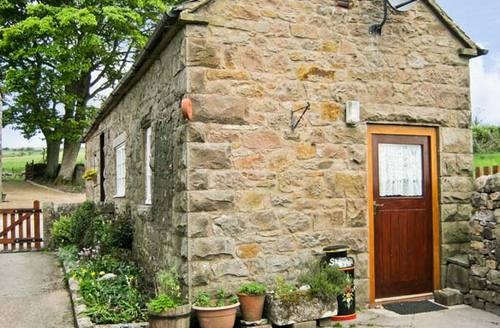 Snaptrip - Last minute cottages - Tasteful Buxton Cottage S2983 -
