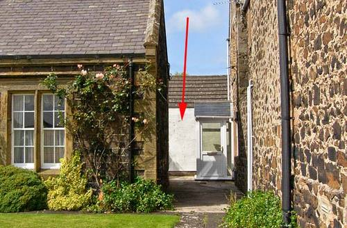 Snaptrip - Last minute cottages - Charming Alnwick Nook S2984 -