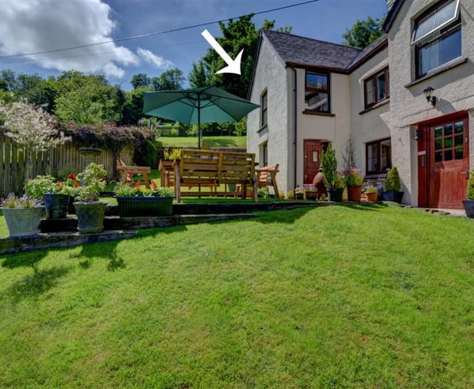 Rose Cottage Rose cottage is a spacious annex wing of the owner's delightful detached cottage located in the small rural hamlet of Bridge Ball