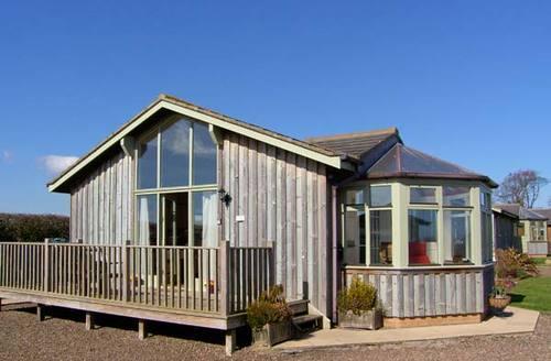 Snaptrip - Last minute cottages - Delightful Morpeth Lodge S3080 -