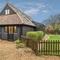 Snaptrip - Last minute cottages - Splendid Corpusty Apartment S114467 -