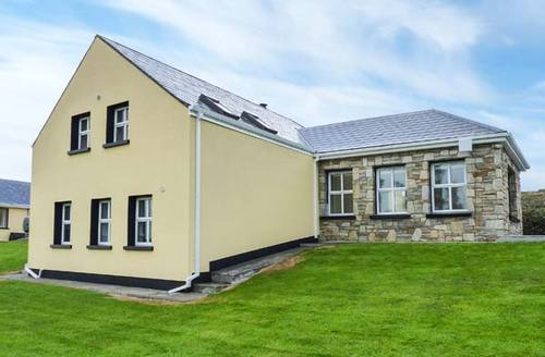Snaptrip - Last minute cottages - Superb Achill Island, County Mayo Cottage S33572 -