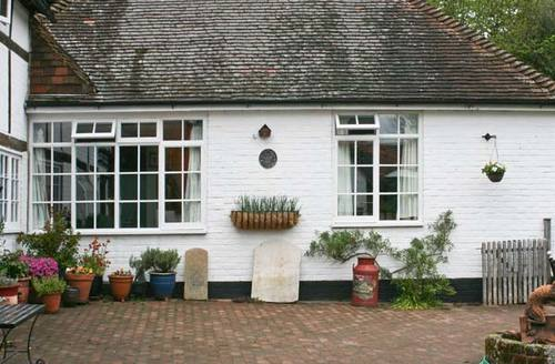 Snaptrip - Last minute cottages - Cosy Henfield Annexe S3120 -