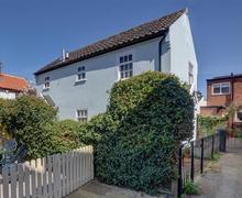 Snaptrip - Last minute cottages - Excellent Southwold Cottage S33630 - The Middle Exterior