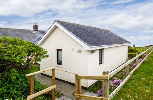 Snaptrip - Last minute cottages - Attractive Haverfordwest Cottage S33836 -
