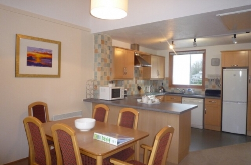 Snaptrip - Last minute cottages - Inviting 2 Bedroomed Lodge S33889 - Keswick Bridge, Kitchen/diner, Lakes Cottage Holidays