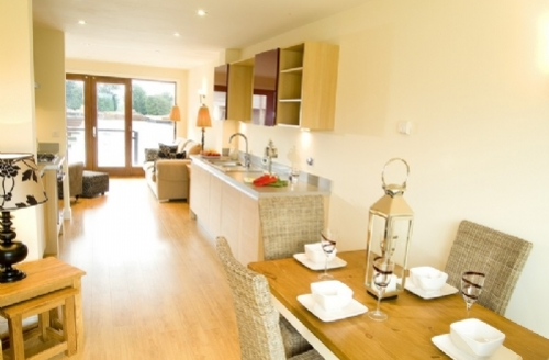 Snaptrip - Last minute cottages - Wonderful 2 Bedroomed Cottage S33895 - Marina Cottage, kitchen, Cottage Holiday Group