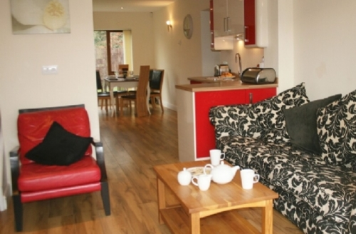 Snaptrip - Last minute cottages - Delightful 3 Bedroomed Cottage S33912 - Marina Cottage, selfcatering apartment in Carnforth sleeps 6, Cottage Holiday group