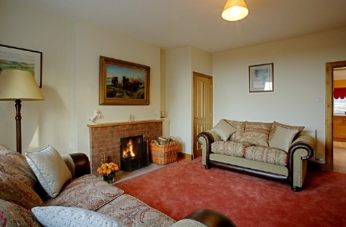 Snaptrip - Last minute cottages - Tasteful Lockerbie Cottage S33916 - Beckhead Cottage, lounge, Cottage Holiday Group