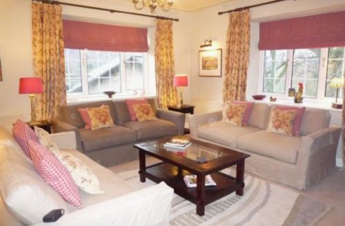 Snaptrip - Last minute cottages - Captivating Grasmere Apartment S33926 - Hollens Farmhouse, lounge, self catering Grasmere, Lakes Cottage Holidays