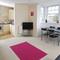 Snaptrip - Last minute cottages - Quaint Weymouth Apartment S76545 -