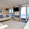 Snaptrip - Last minute cottages - Stunning Putsborough Apartment S79097 -