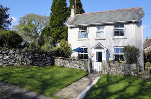 Snaptrip - Last minute cottages - Captivating Belstone Cottage S33976 -