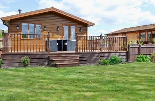 Snaptrip - Last minute cottages - Excellent Claxton Lodge S33987 -
