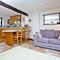 Snaptrip - Last minute cottages - Quaint Colyton Cottage S121972 -
