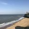 Lauriston, Broadstairs Chalk cliffs and sandy beaches are just minutes away from Lauriston