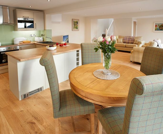 Keeper's Lodge, Thirsk Ground floor: Spacious kitchen with dining table and chairs