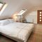 Keeper's Lodge, Thirsk First floor: Master bedroom with 5' bed and en-suite bathroom