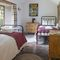 Draenllwynellen, Montgomery, near Newtown First floor:  twin bedded room with 3' single beds