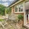 Snaptrip - Holiday cottages - Exquisite Sevenoaks Cottage S41763 - Outdoor patio area