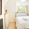 Chalmore Hole Ferry House, Wallingford First floor: Double bedroom with 5' bed