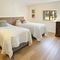 Middle Hollacombe Farmhouse, Hollacombe First floor: Twin bedroom with 3' single beds and en-suite