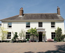 Snaptrip - Holiday cottages - Lovely Highweek Apartment S34091 -
