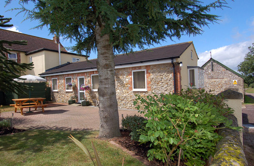 Snaptrip - Last minute cottages - Tasteful Axminster Cottage S34232 -