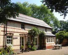 Snaptrip - Last minute cottages - Luxury Northam Cottage S34303 -