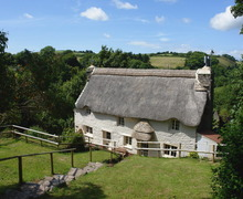 Snaptrip - Last minute cottages - Wonderful Slapton Cottage S34373 -