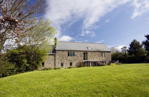 Snaptrip - Last minute cottages - Tasteful Beesands Cottage S34410 -