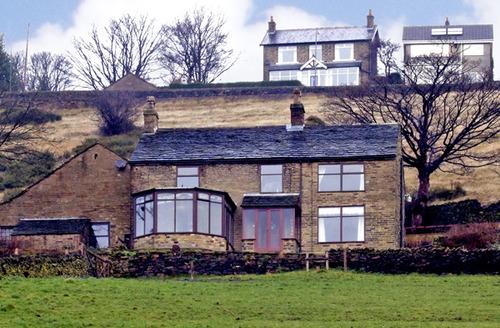 Snaptrip - Last minute cottages - Gorgeous High Peak Farm S3264 -