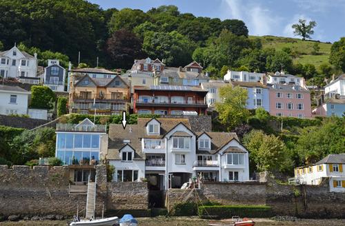 Snaptrip - Last minute cottages - Wonderful Dartmouth Cottage S34423 -