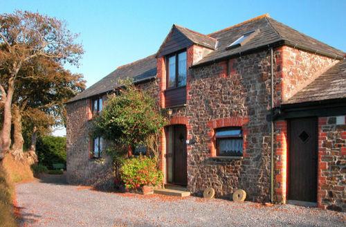 Snaptrip - Last minute cottages - Wonderful Chilsworthy Apartment S34459 -