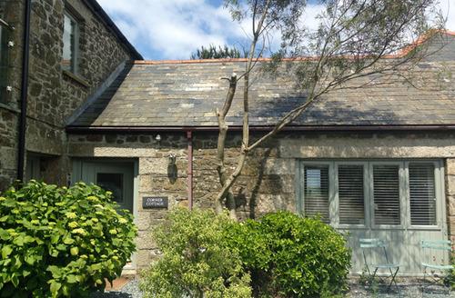 Snaptrip - Last minute cottages - Splendid Trelights Cottage S34546 -
