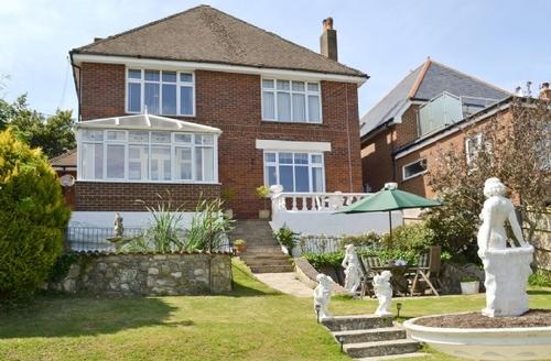Snaptrip - Last minute cottages - Attractive Newport Cottage S34759 -