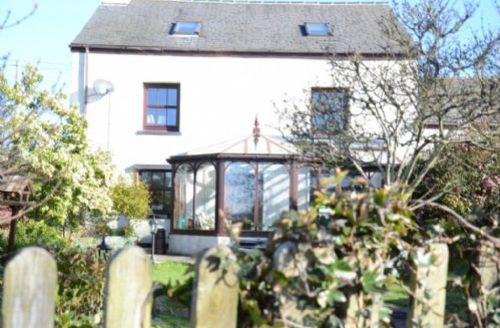 Snaptrip - Last minute cottages - Delightful Broughton In Furness House S881 -