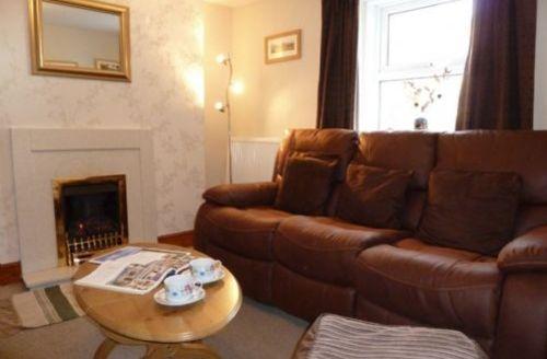 Snaptrip - Last minute cottages - Quaint Keswick Row S289 -