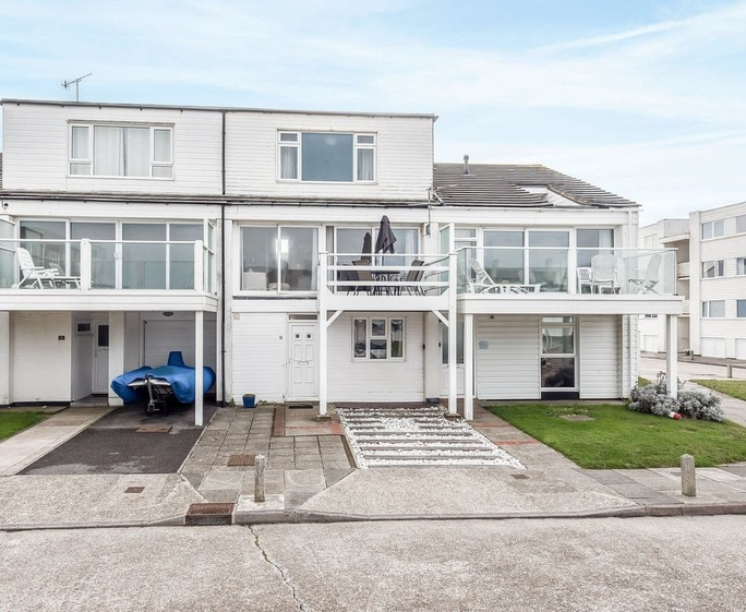 Marineside Terraced townhouse, with direct beach access | Marineside, Bracklesham Bay