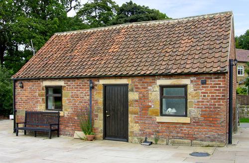 Snaptrip - Last minute cottages - Exquisite Middlesbrough Cottage S3411 -