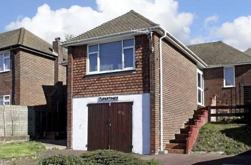Snaptrip - Last minute cottages - Tasteful Hastings Rental S3487 -