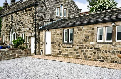 Snaptrip - Last minute cottages - Captivating Todmorden Farm S3499 -