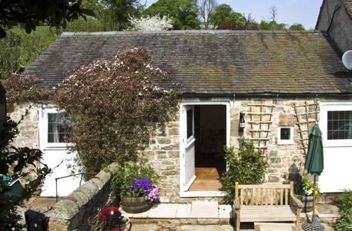 Snaptrip - Last minute cottages - Cosy Ashbourne Farm S3530 -