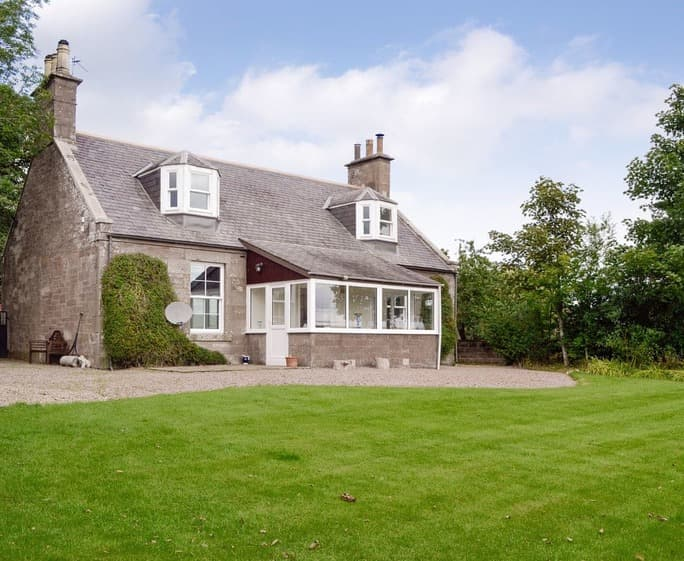 Easthills Farmhouse Attractive detached holiday home | Easthills Farmhouse, Laurencekirk
